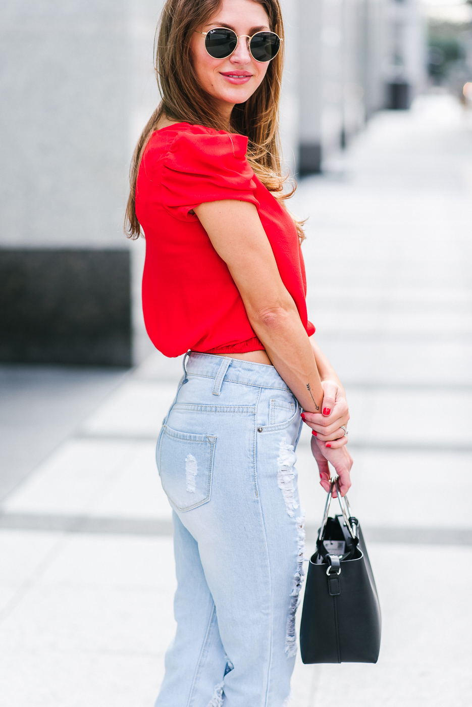 Ashlee Frazier in her 80's mom jeans