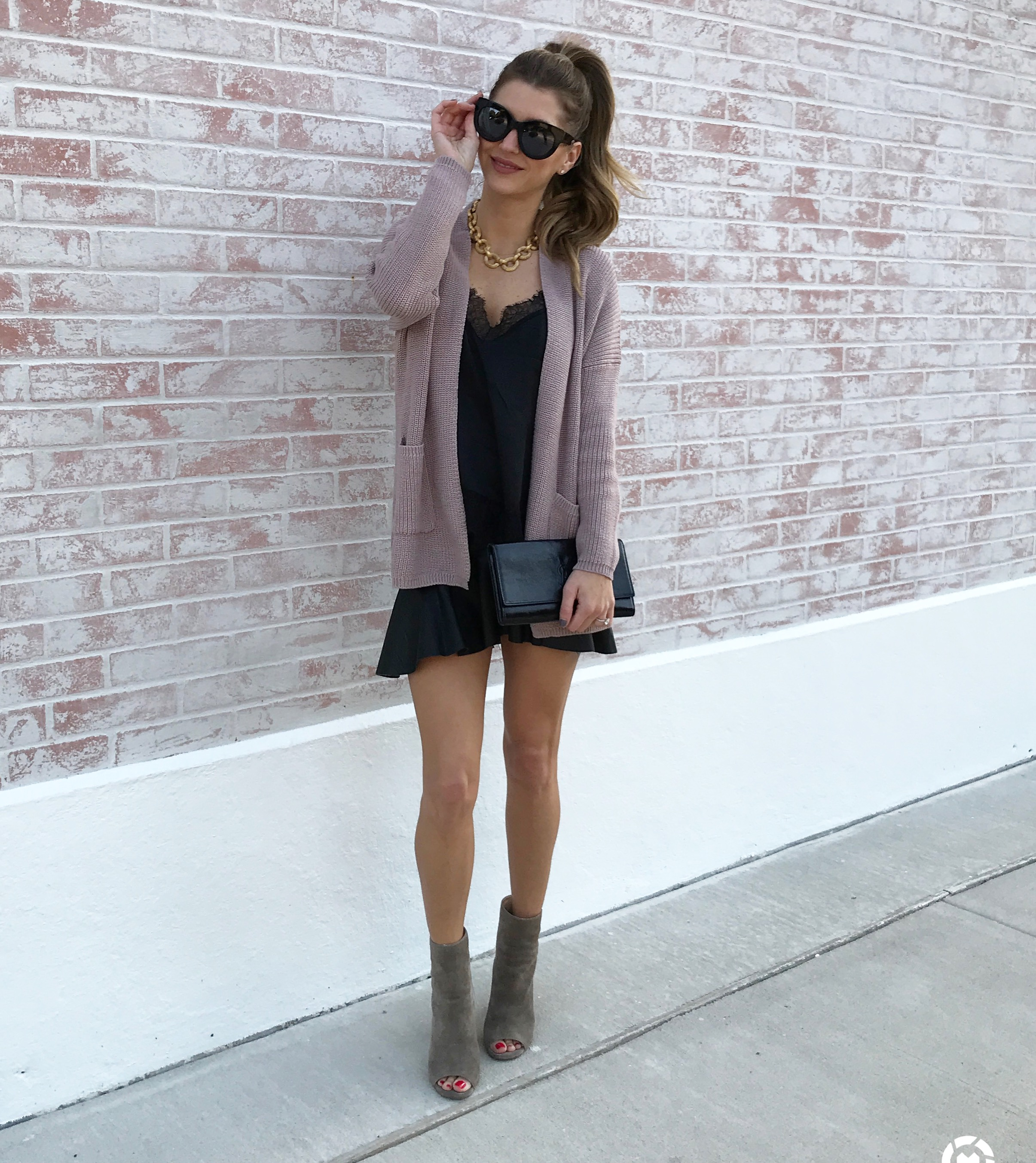Digital marketing Influencer wearing Shop Pin kBlush cold shoulder sweater