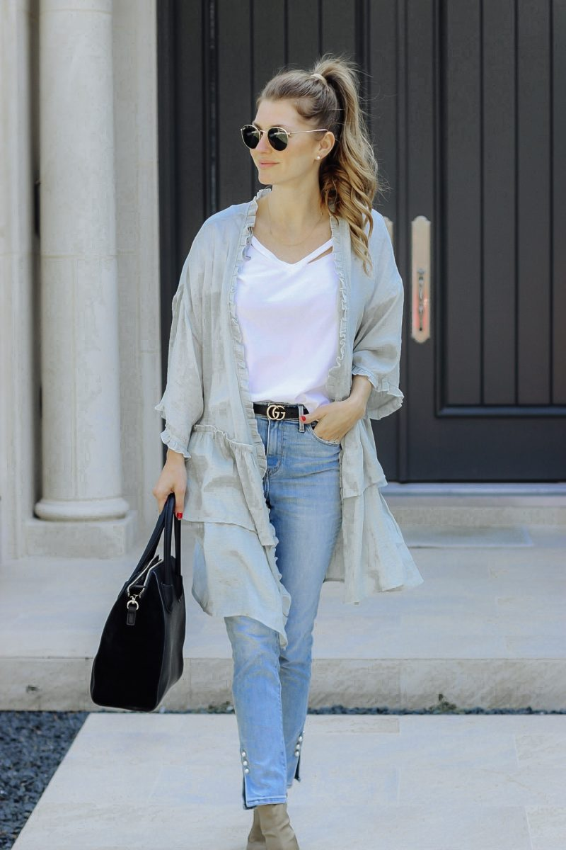 Fashion blogger AshLee Frazier wearing a kimono from Pink Blush