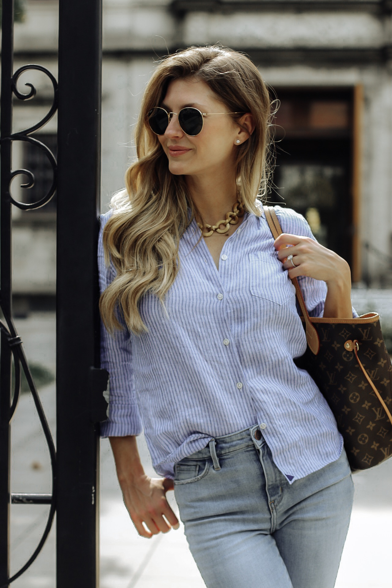 influencer wearing untuckit top and julie vos necklace