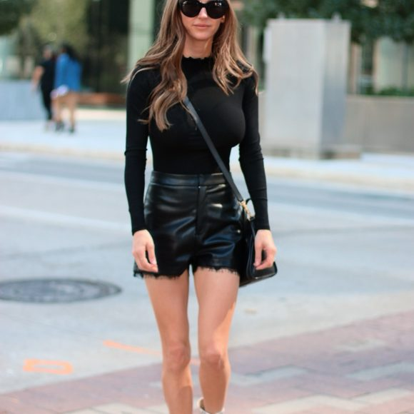 Street style with leather shorts and bag.