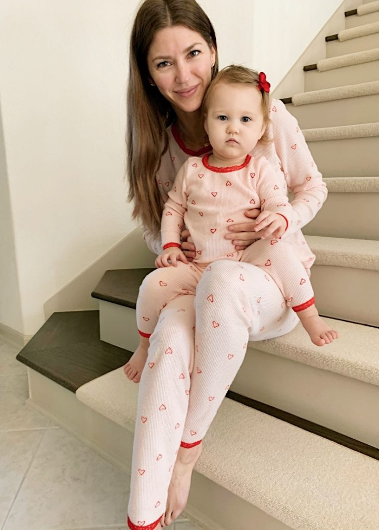 ABC's The Bachelor AshLee Frazier and her daughter (Navy Lee) in matching pajamas.